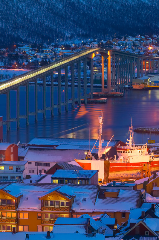 Tromsø during daytime in the polar night © Baard Loeken