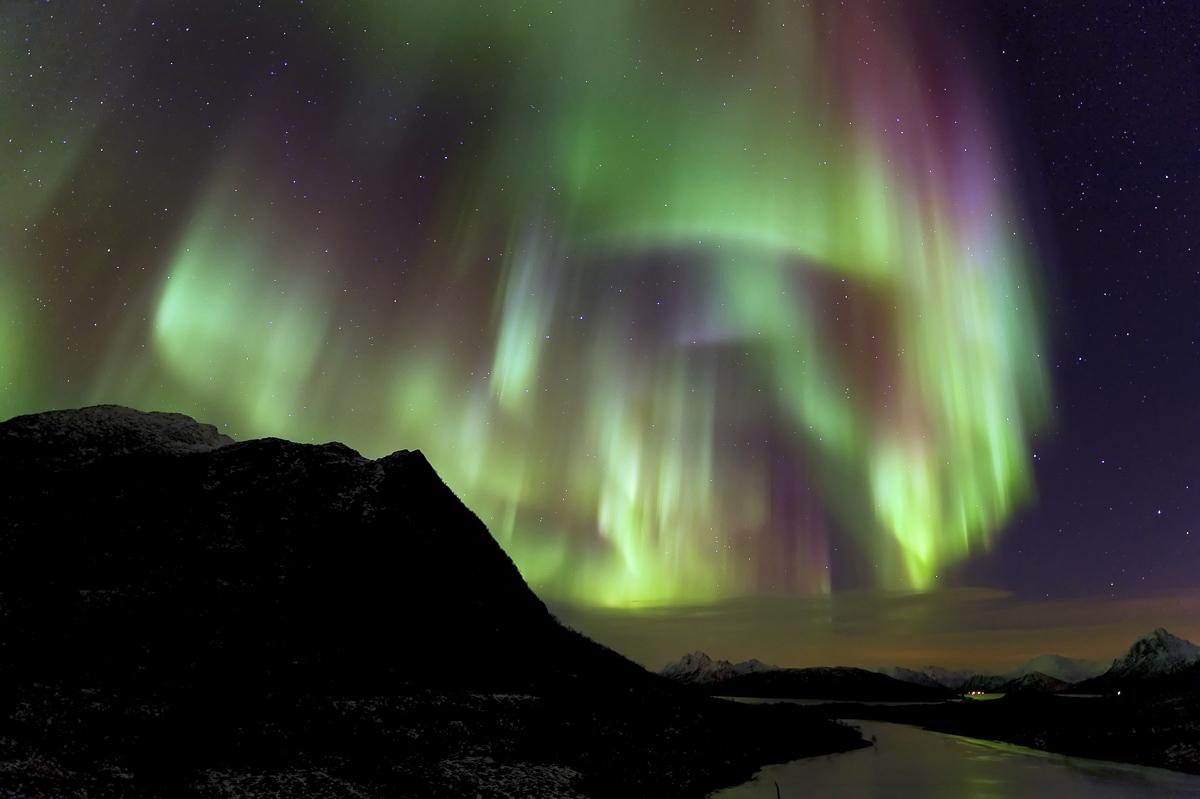 A huge aurora display showering Vesterålen with light © Øystein Lunde Ingvaldsen