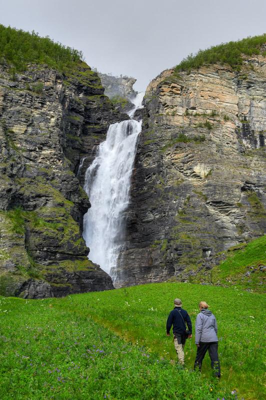 Fossen er en liten gåtur fra Reisaelva (c) Bård Løken