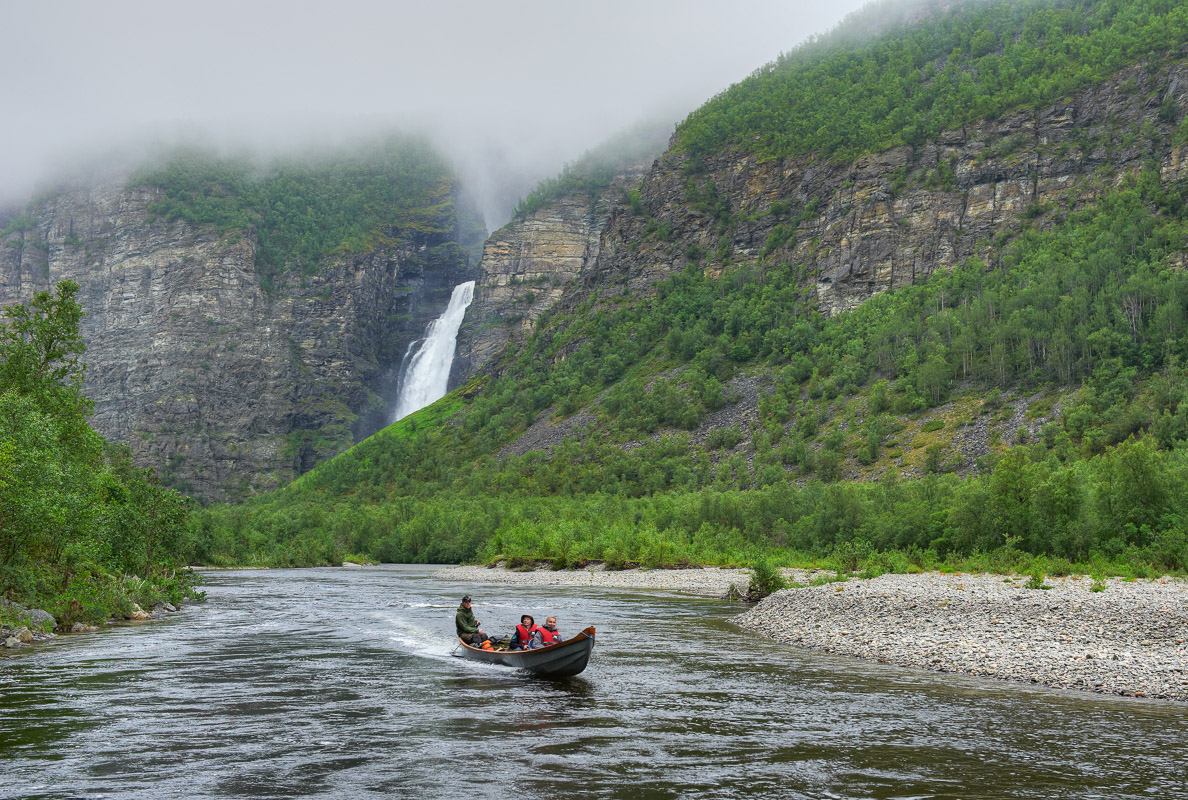 Fra Mollisfossen kan du dra videre inn i Reisa nasjonalpark