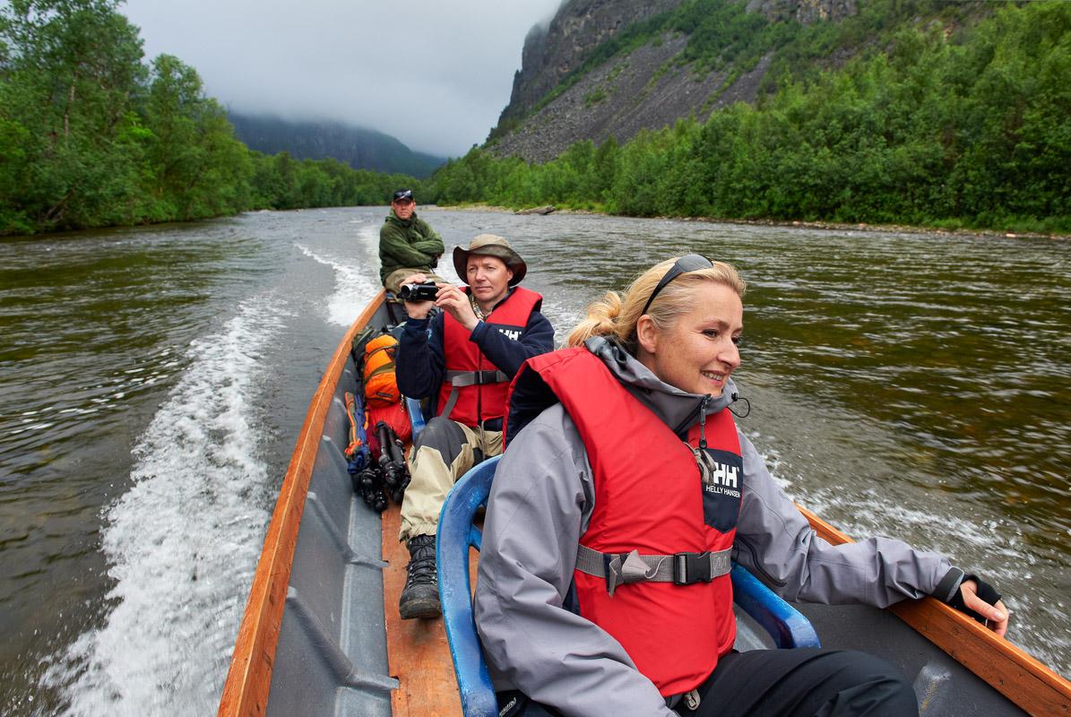 Elvebåt er eneste måten å komme seg opp på (c) Bård Løken