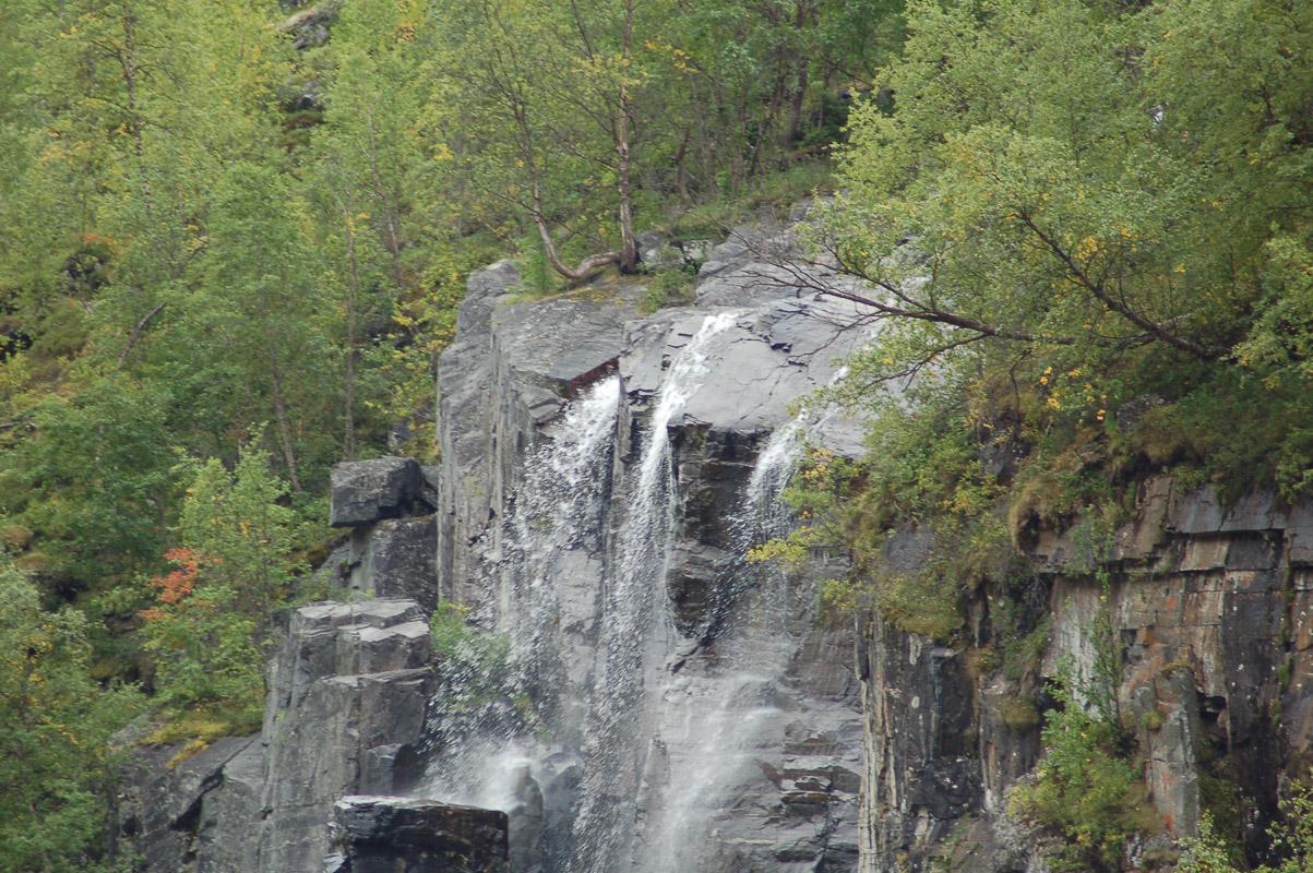 Vannet strømmer ned på alle kanter (c) Holger Buricke