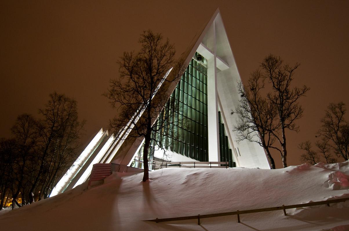 En vinternatt ser kirken sånn ut (c) Gaute Bruvik