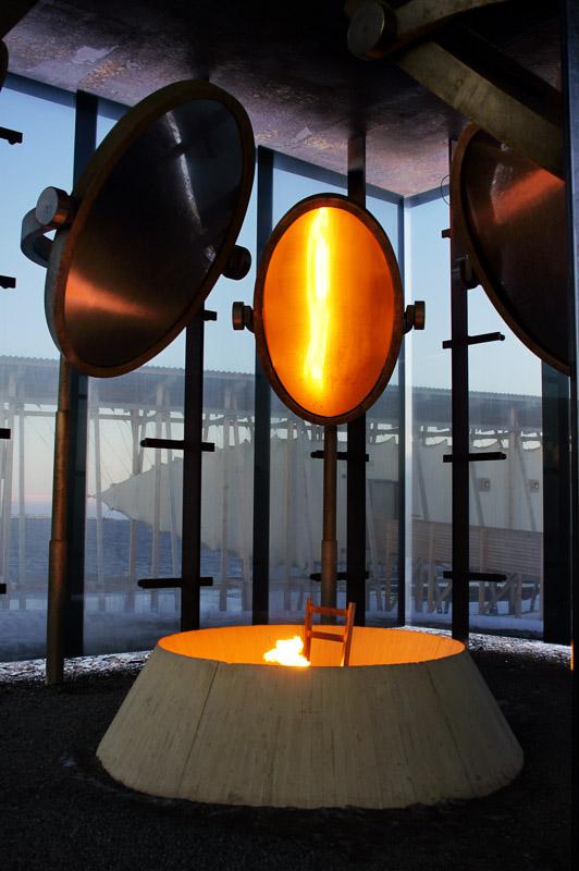 The burning chair, a disturbing picture © Helge Stikbakke / Statens vegvesen