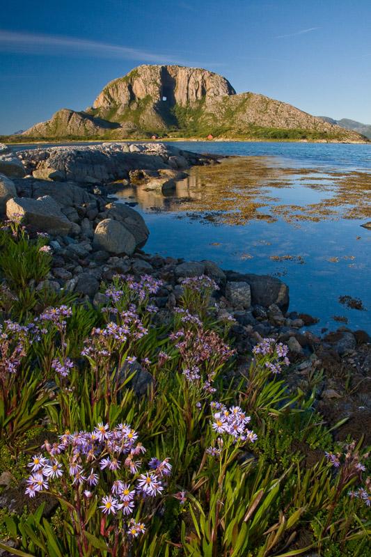 Torghatten as seen from the south © Ronny Lien