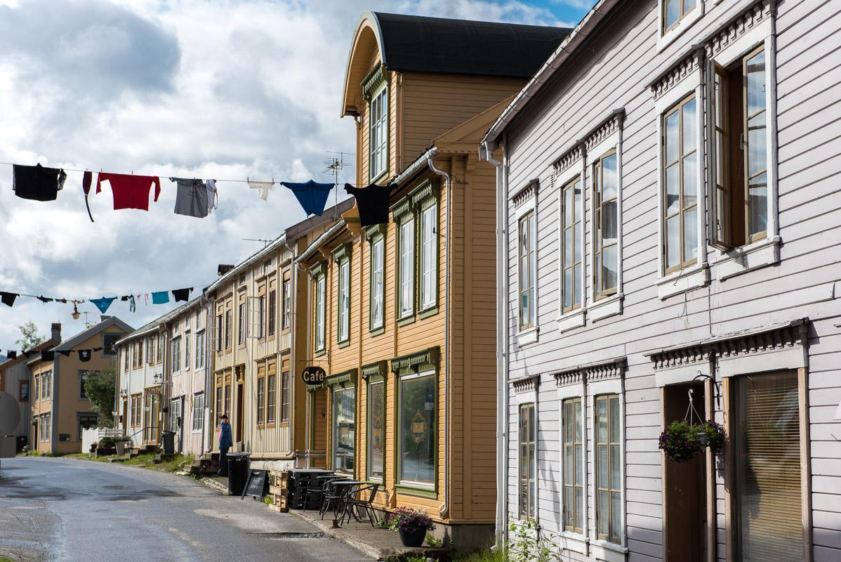 Klesvasken ute i Sjøgato © Terje Rakke/Nordic Life