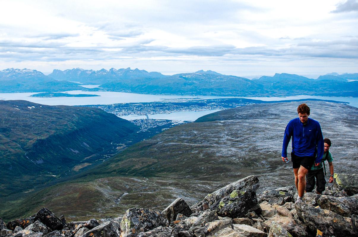 På vei til toppen av Tromsdalstinden © Knut Hansvold
