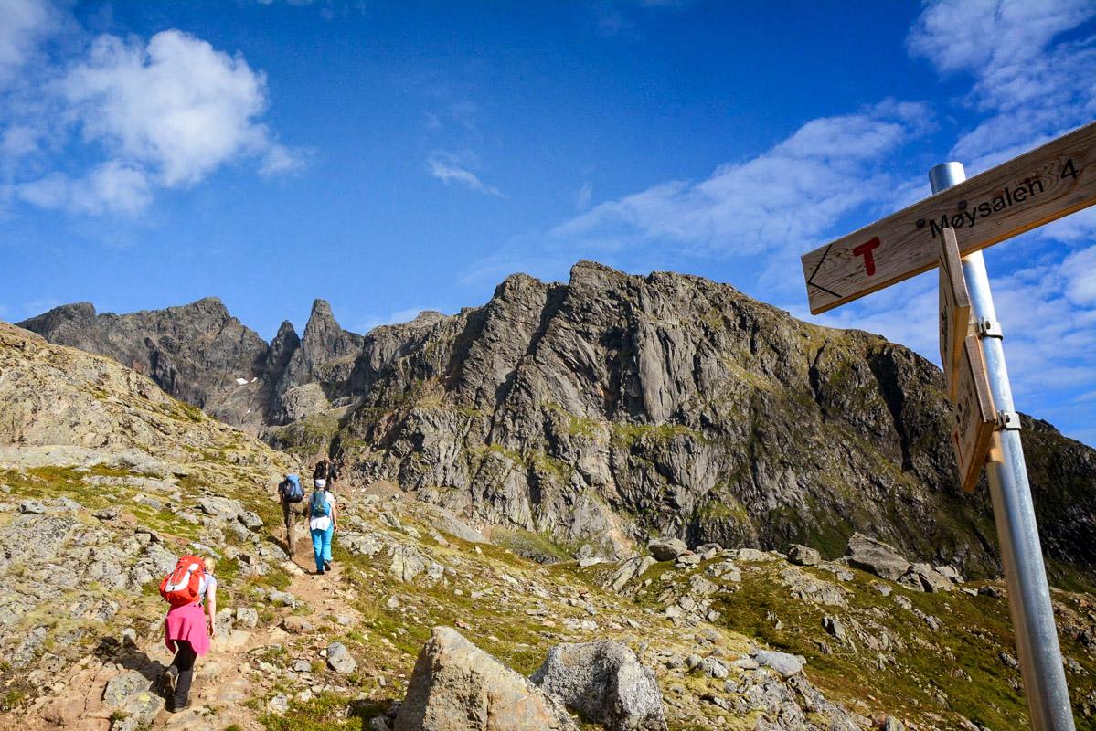 The top peak seen to the left © Knut Hansvoldd