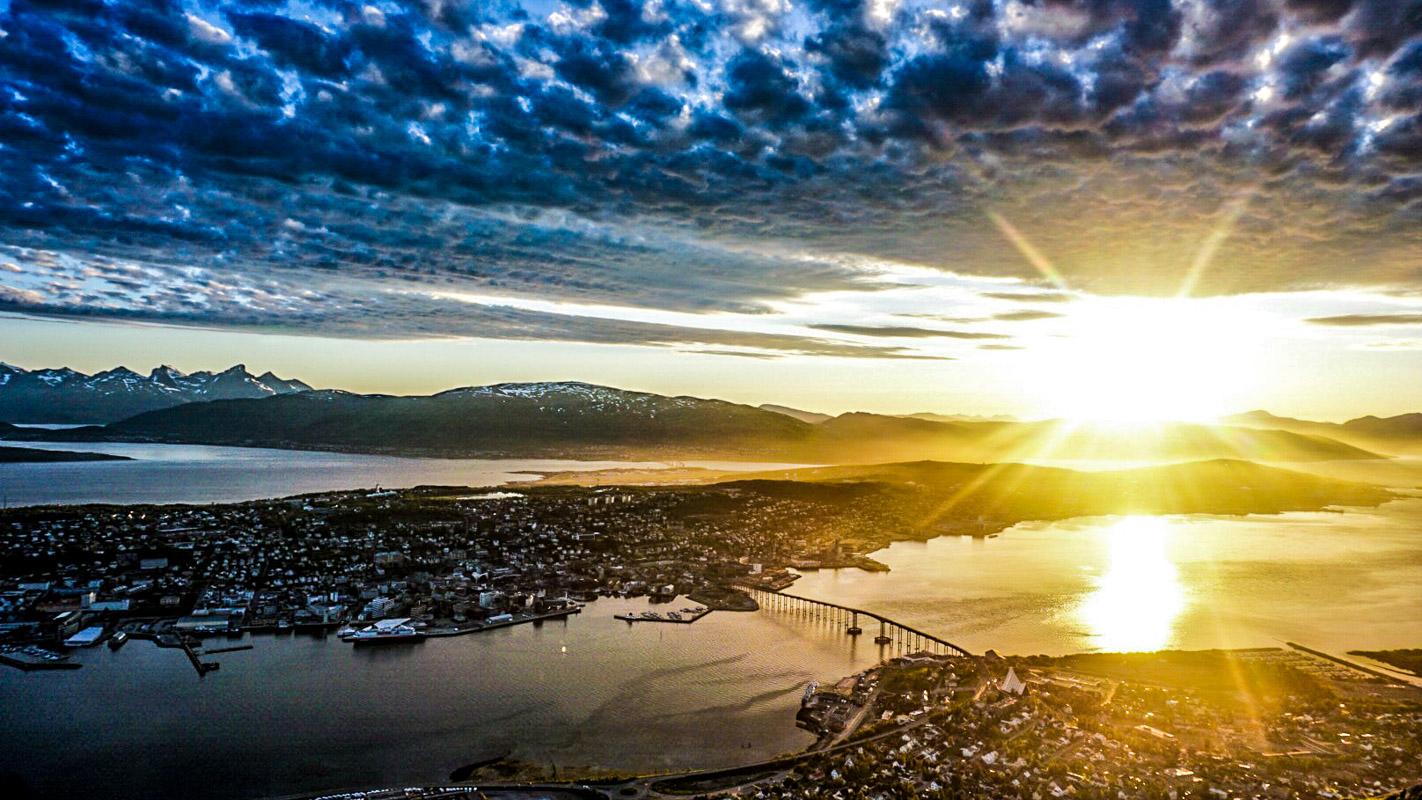 Midnattssol over Tromsø © Knut Hansvold