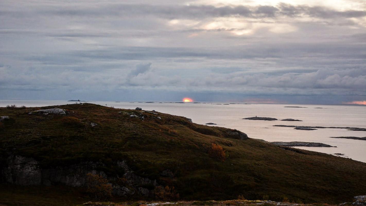 Solnedgang mot skjærgården i vest © Knut Hansvold
