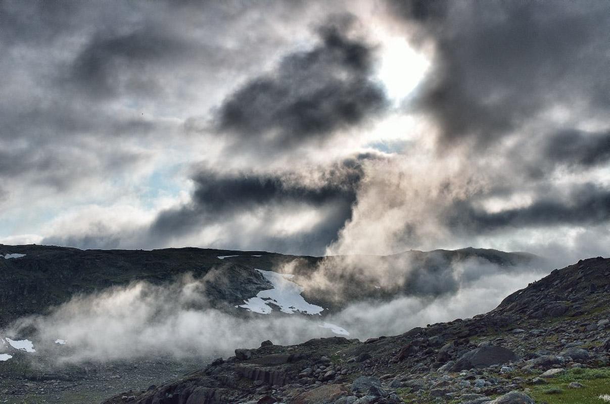 Fog in a magical landscape (c) Fabrice Milochau