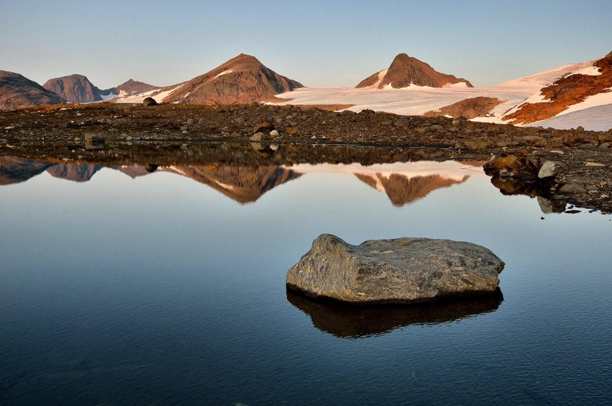 Elleve topper ligger på rad med Okstindbreen imellom (c) Fabrice Milochau