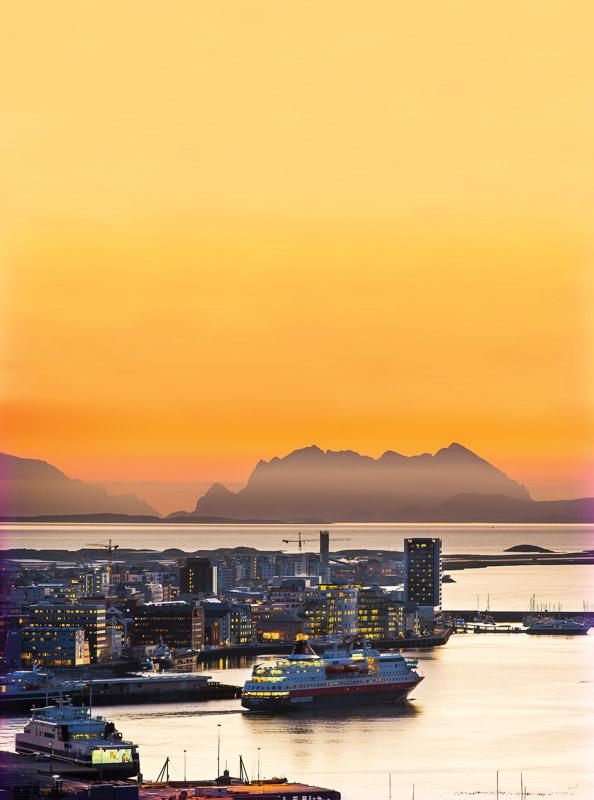 Hurtigruten leaves from 3pm (c) Ernst Furuhatt