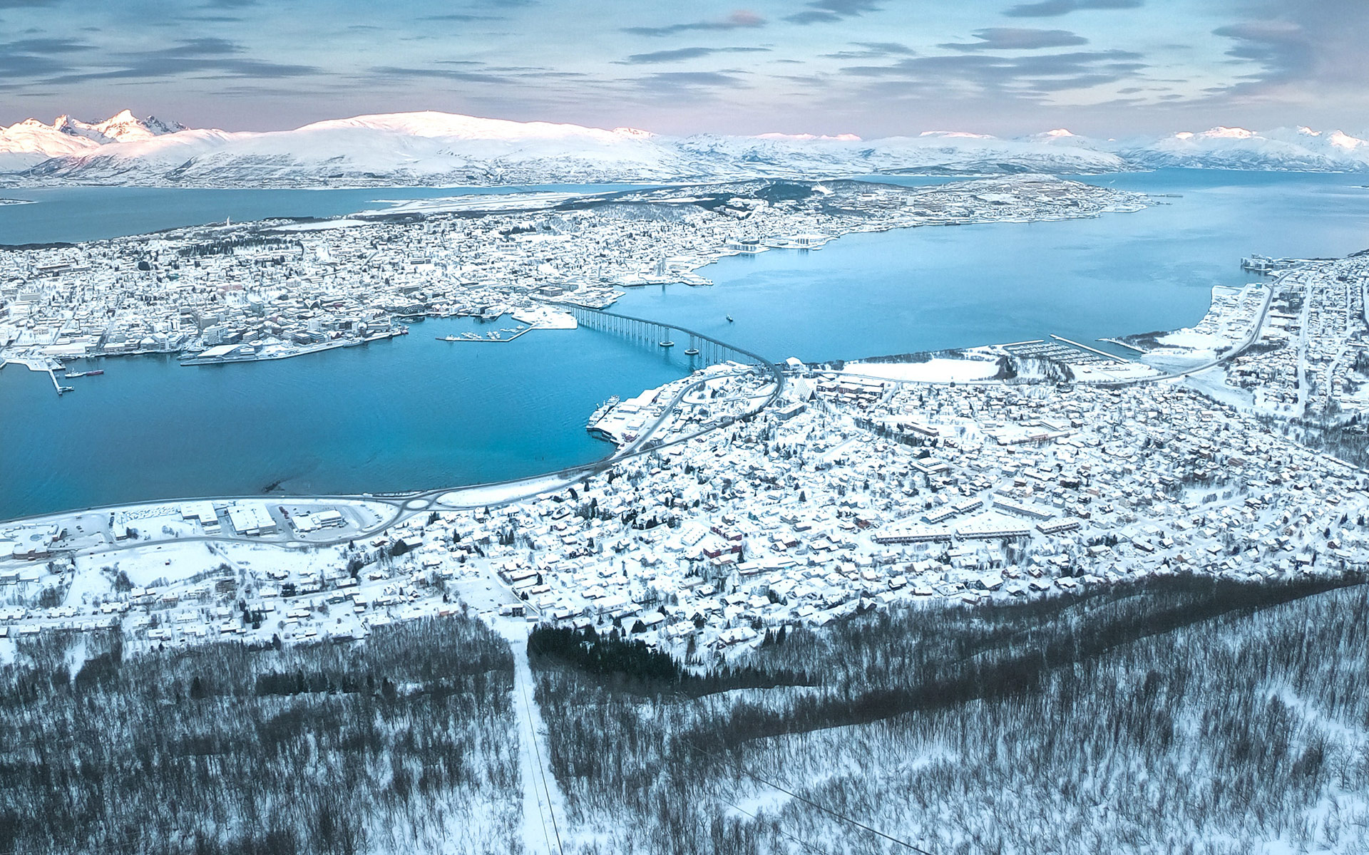 Tromsø seen from Mount Storsteinen © Tobias Bjørkli