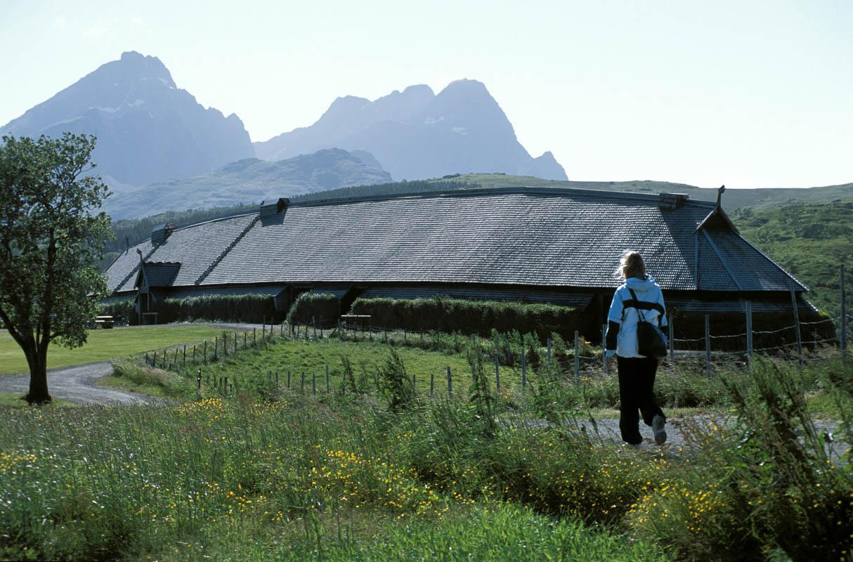 Sommeren er en ypperlig årstid for å besøke Lofotr Vikingmuseum - Terje Rakke