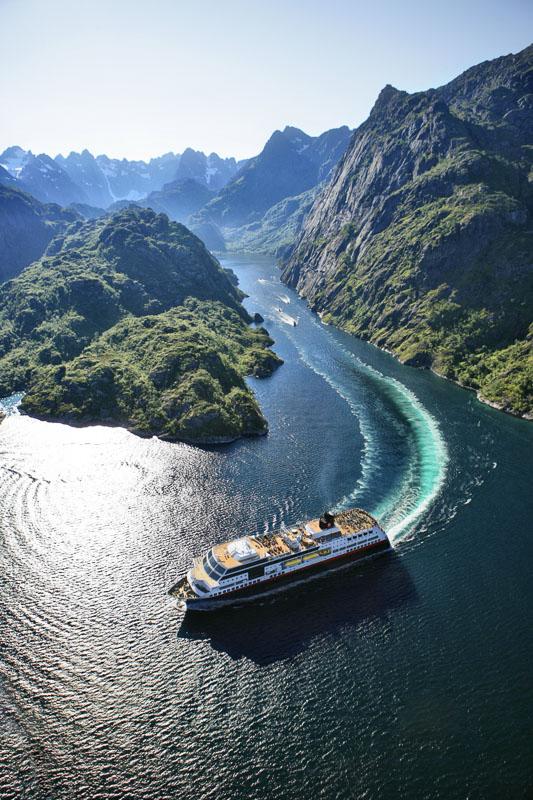 MS Midnatsol i Trollfjorden © ToFoto