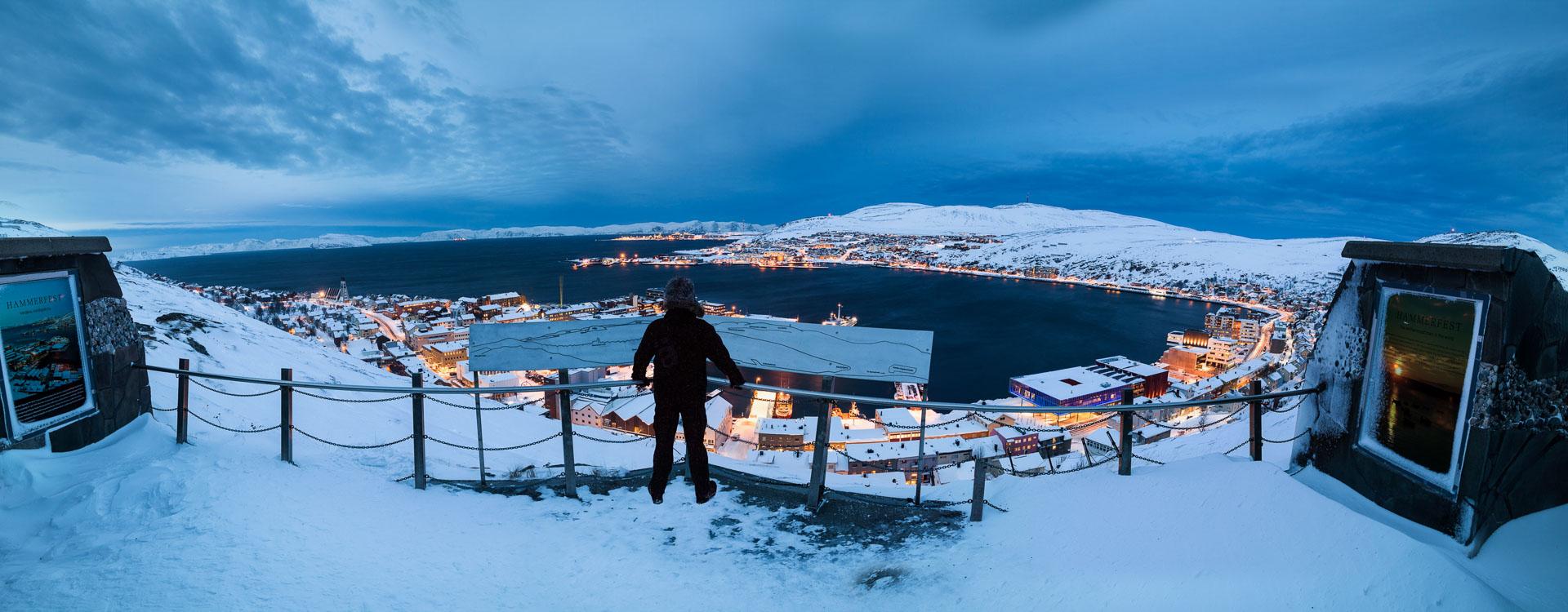 Fra byfjellet Salen i vinterskumringa (c) Ziggi Wantuch/Hammerfest Turist