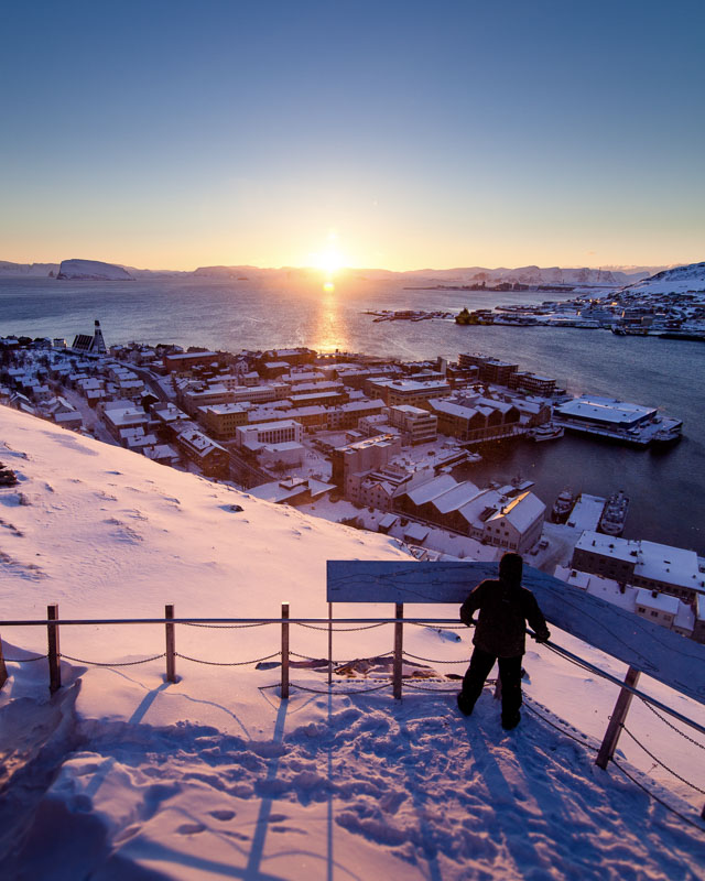Vintersola går ned over Sørøya (c) Ziggi Wantuch/Hammerfest Turist