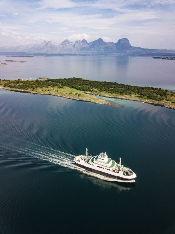The Sisters, and the ferry to Herøy © Jonas Berglund / Helgeland Reiseliv