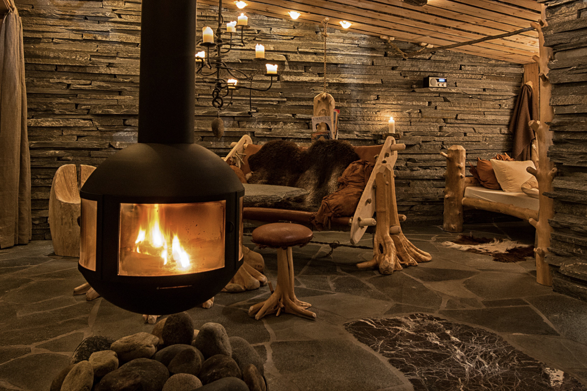 That cosy feeling as the snow falls outside (c) Engholm Husky Design Lodge