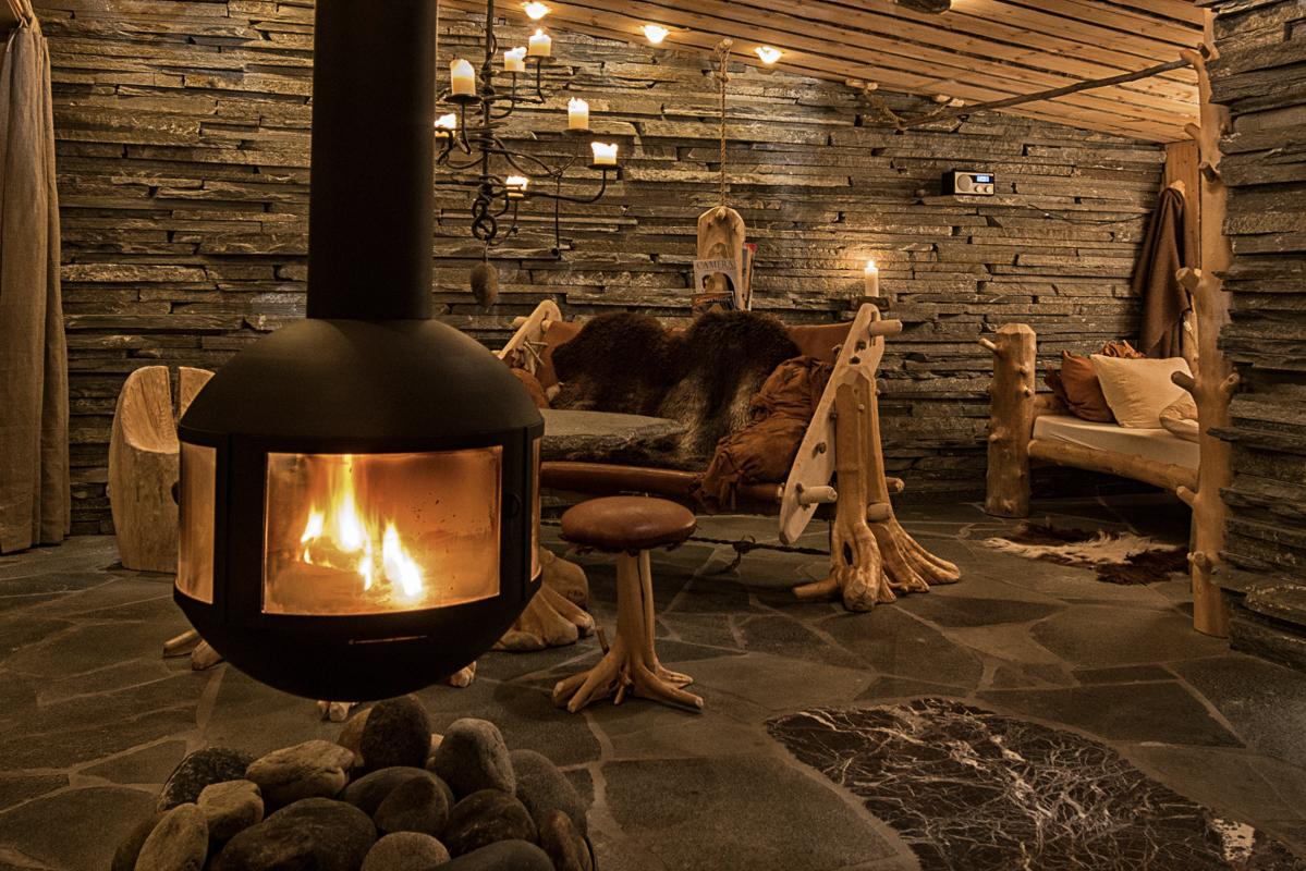 Varm stemning innendørs (c) Engholm Husky Design Lodge