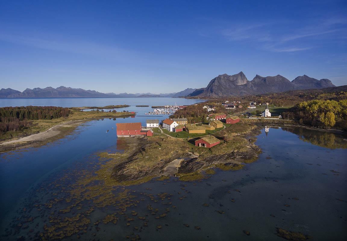 The scenic Kjerringøy in Nordland © Ernst Furuhatt
