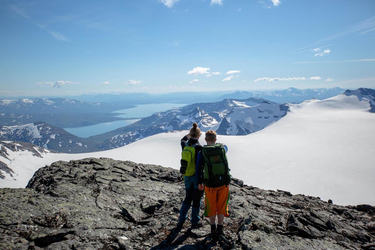 Utsikt fra Oksskolten i retning Mosjøen/Helgelandskysten  © Mats Hoel Johannessen