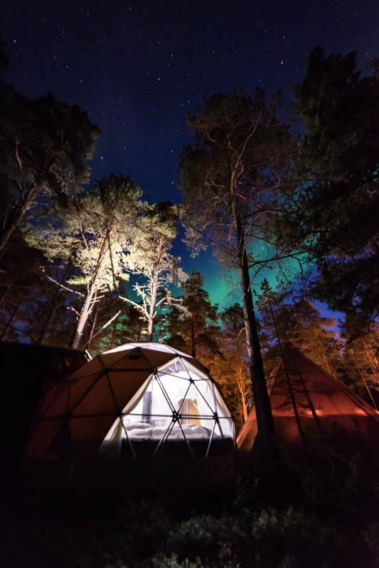 Overnatting under nordlyset © Glød Explorer