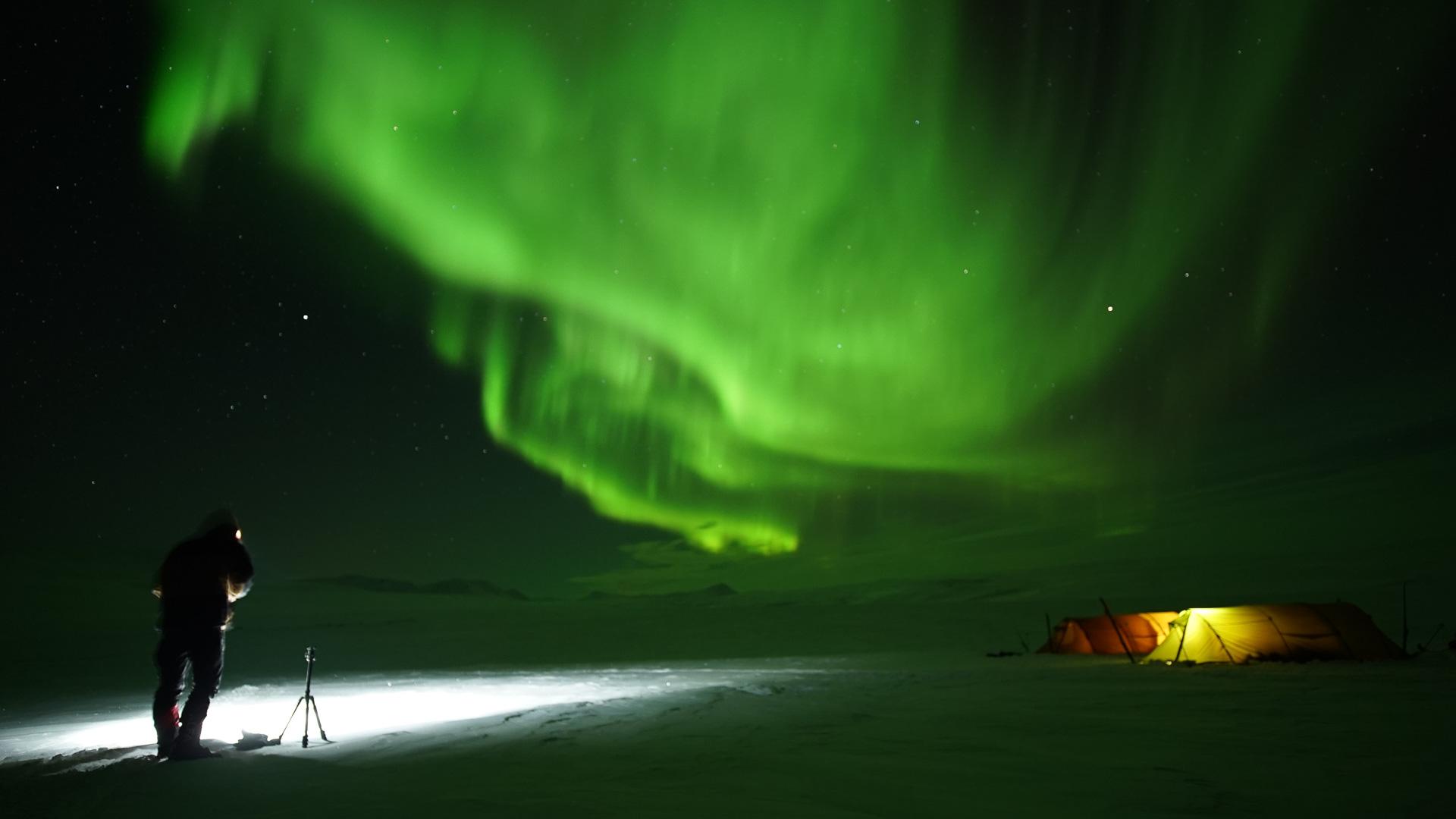 Nordlyset i Finnmark som danser på himmelen © Liv Engholm