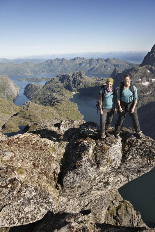 Vandring på Austvågøya. Trollfjorden til venstre i bildet © Kristin Folsland Olsen