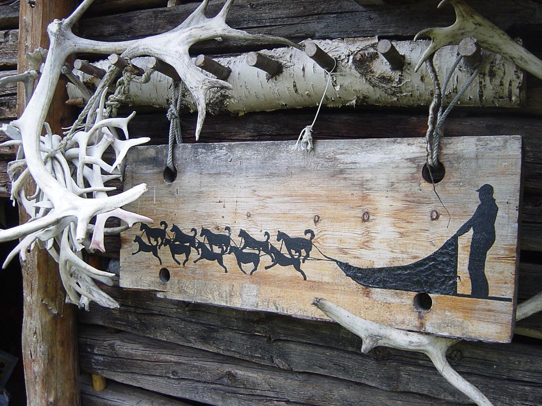 Skilt (c) Engholm Husky Design Lodge