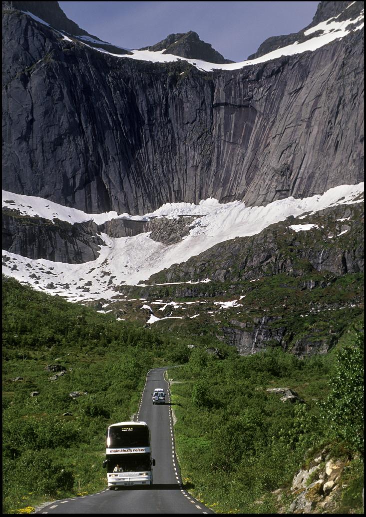 Bussturen i Lofoten er jo rene sightseeingen © Ernst Furuhatt