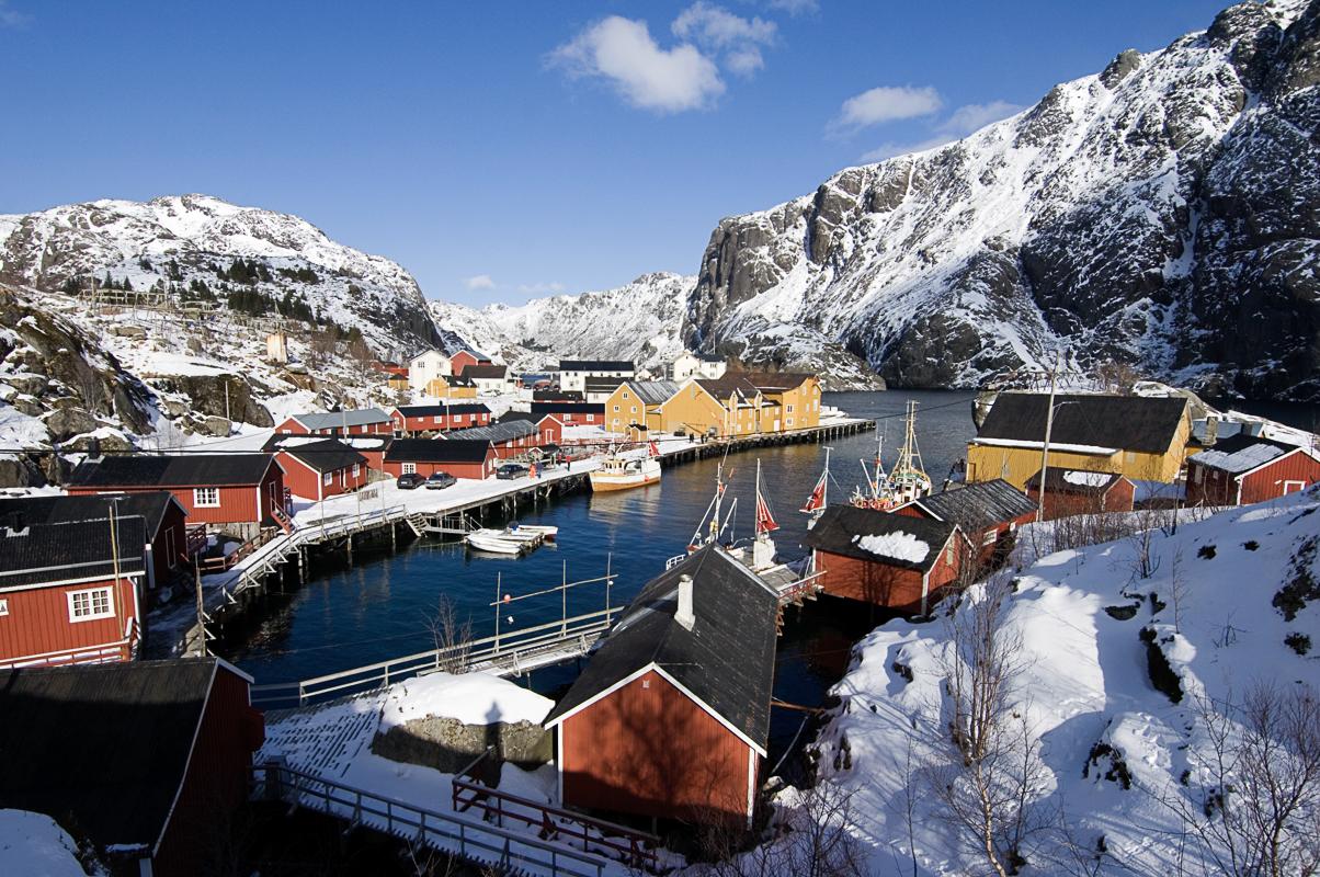 Rorbuene kranser havna (c) Terje Rakke/Nordic Life