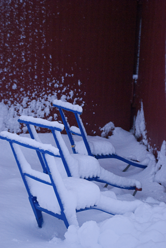 Ta en blå spark og spark deg rundt i Henningsvær før jul (c) Knut hansvold