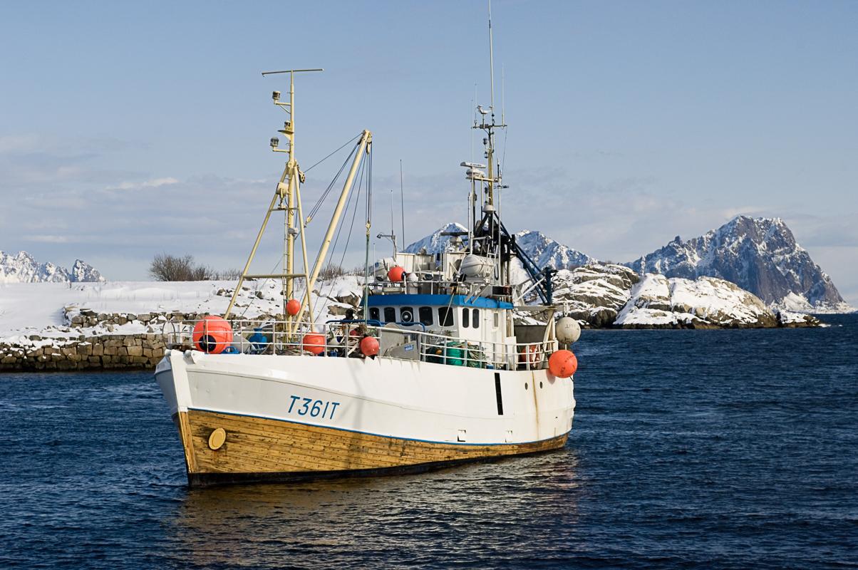 Fiskebåt på vei inn fra feltet © Terje Rakke/Nordic Life