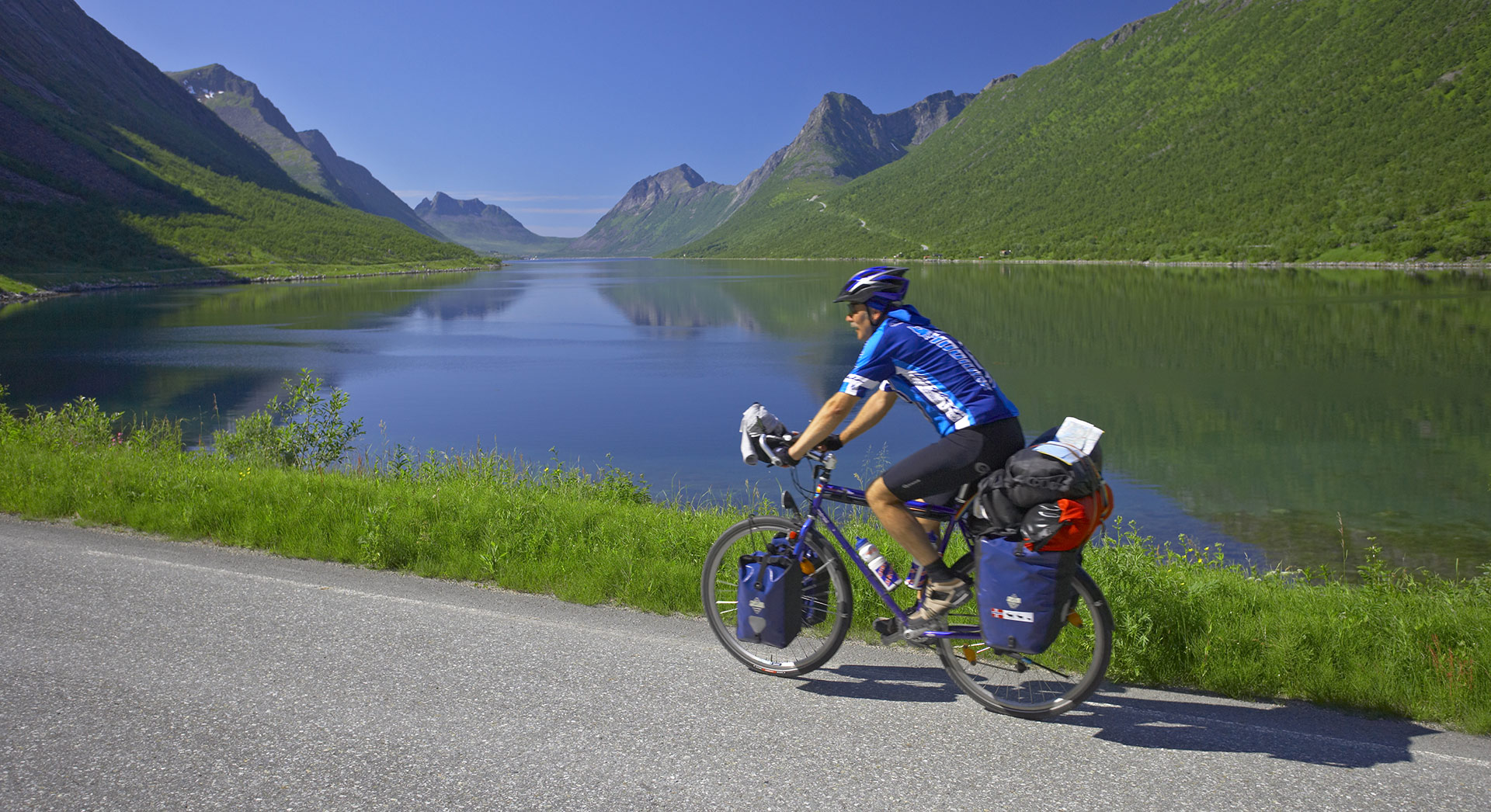 A cycletour on the National Tourist Route © Bård Løken