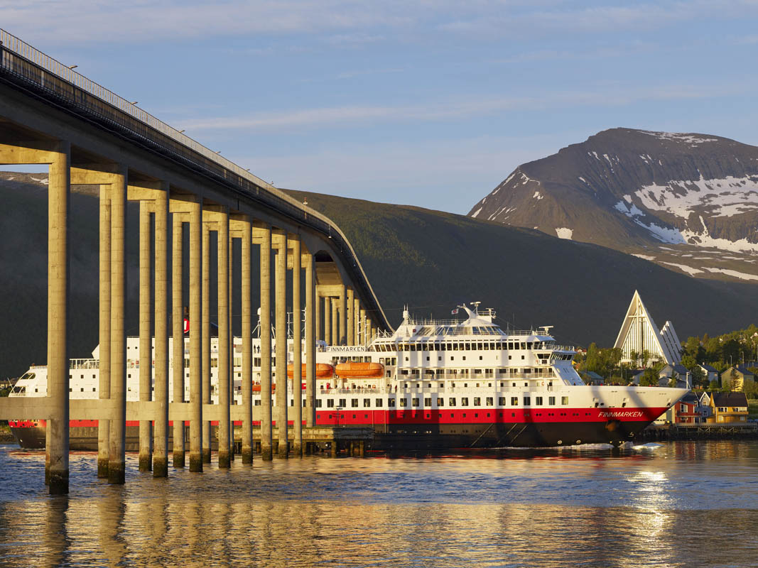 Hurtigruten passing the bridge in Tromsø © Bård Løken