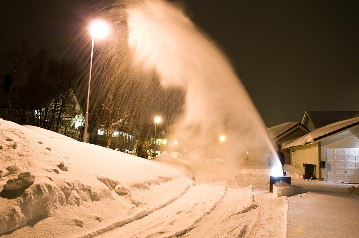 Villastrøkene i Tromsø byr på snøfontener etter snøfall © Gaute Bruvik