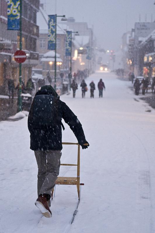 Kick sled to work on the high street © Gaute Bruvik