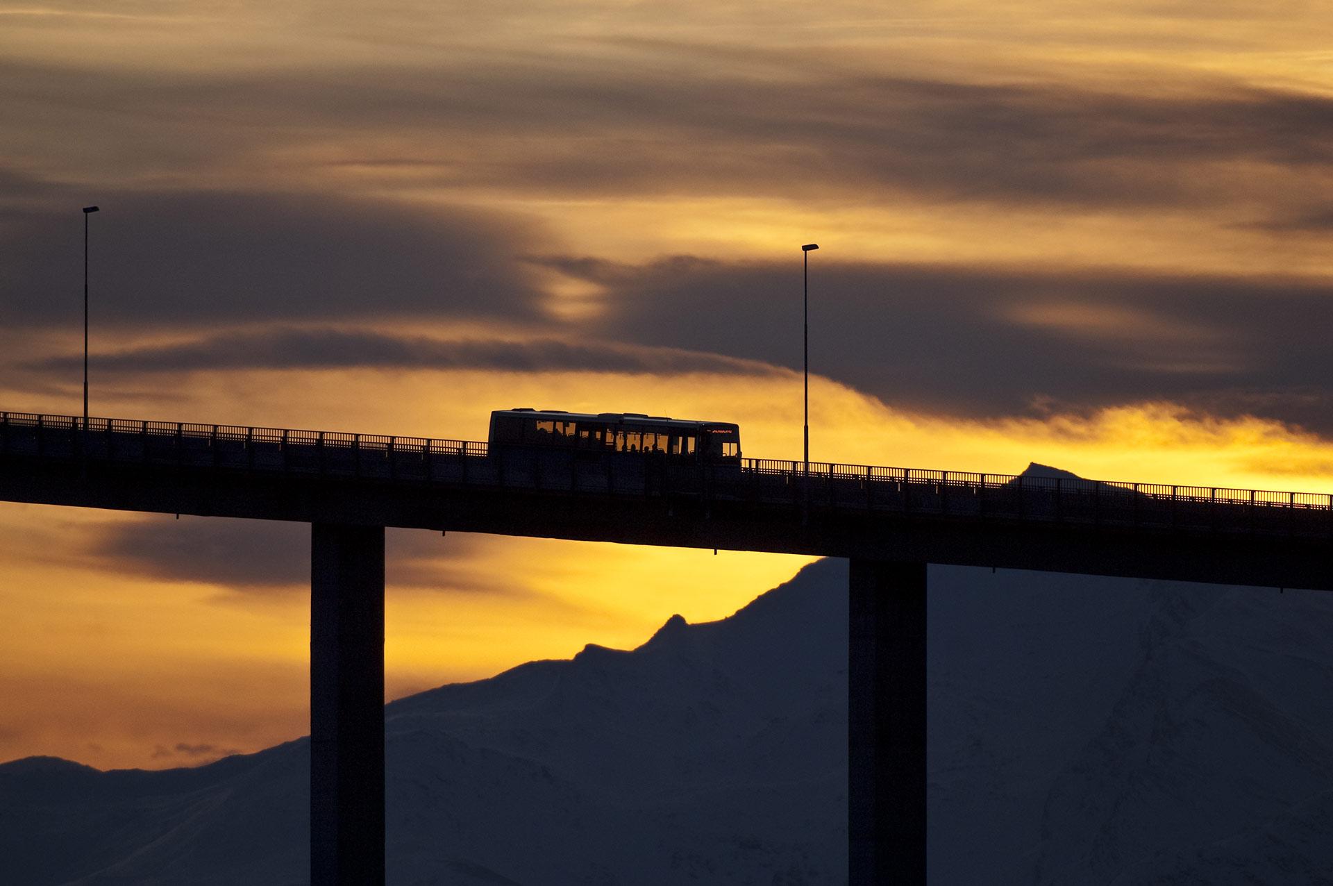 Bussen over Sandnessundbrua til Kvaløya, Tromsø © Gaute Bruvik