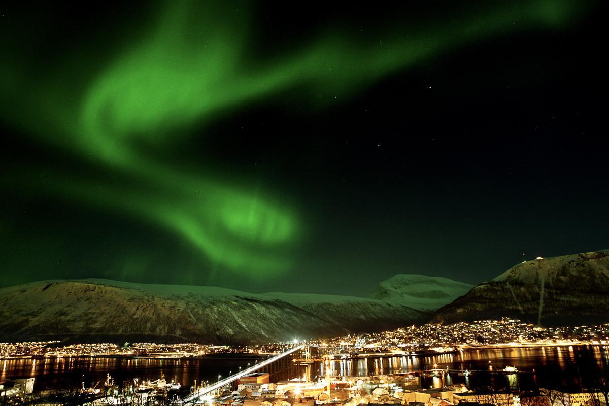 Nordlys over Tromsø © Yngve Olsen Sæbbe