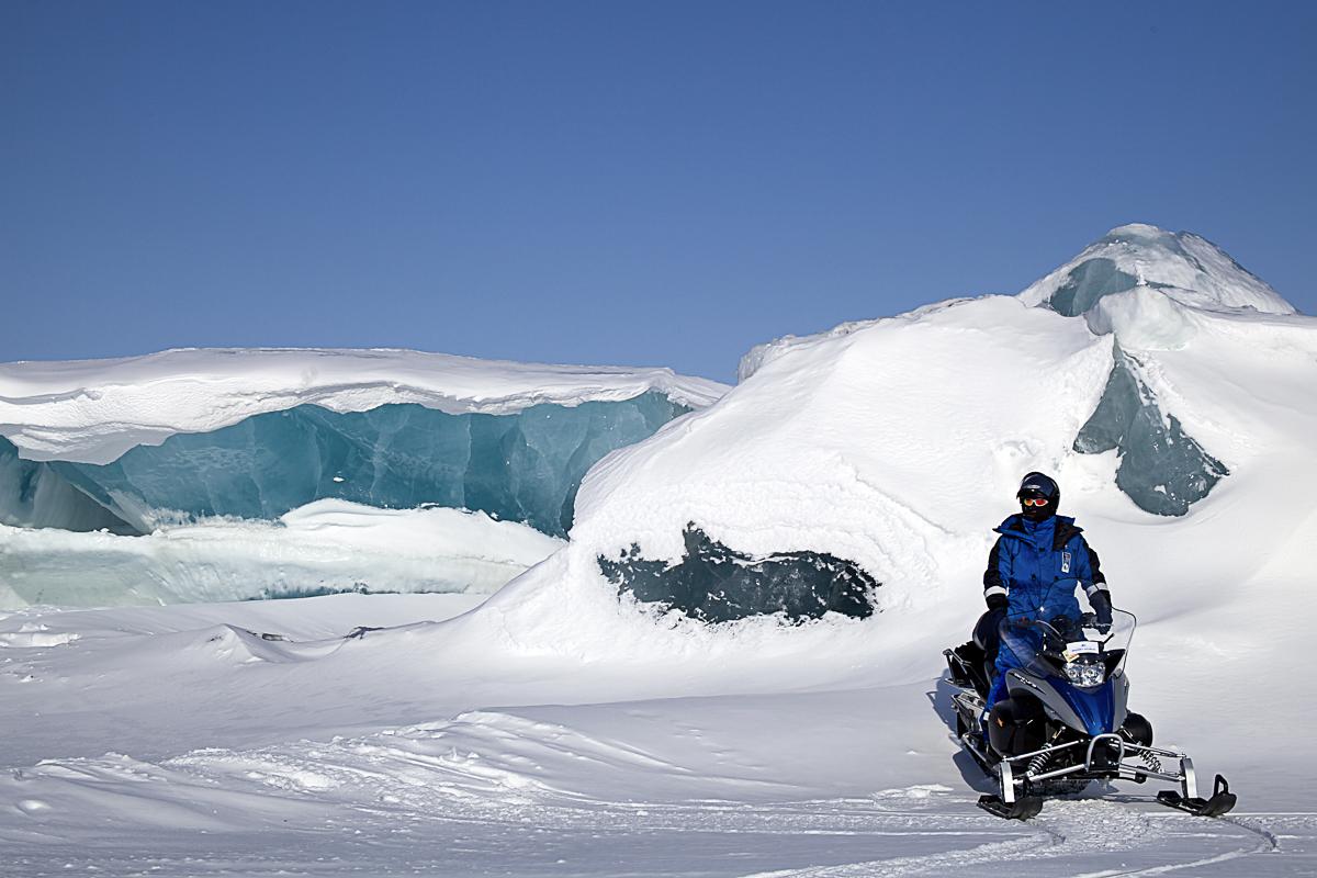 Scooterkjøring er en popular aktivitet på Svalbard © Marcela Cardenas