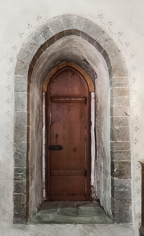 Gothic entrance (c) Yvonne Holth