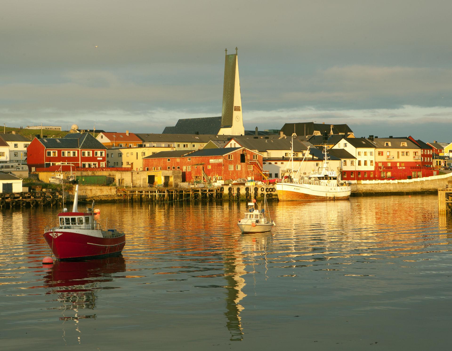Midnattsstemning i Vardø havn © Ole Jørgen Liodden