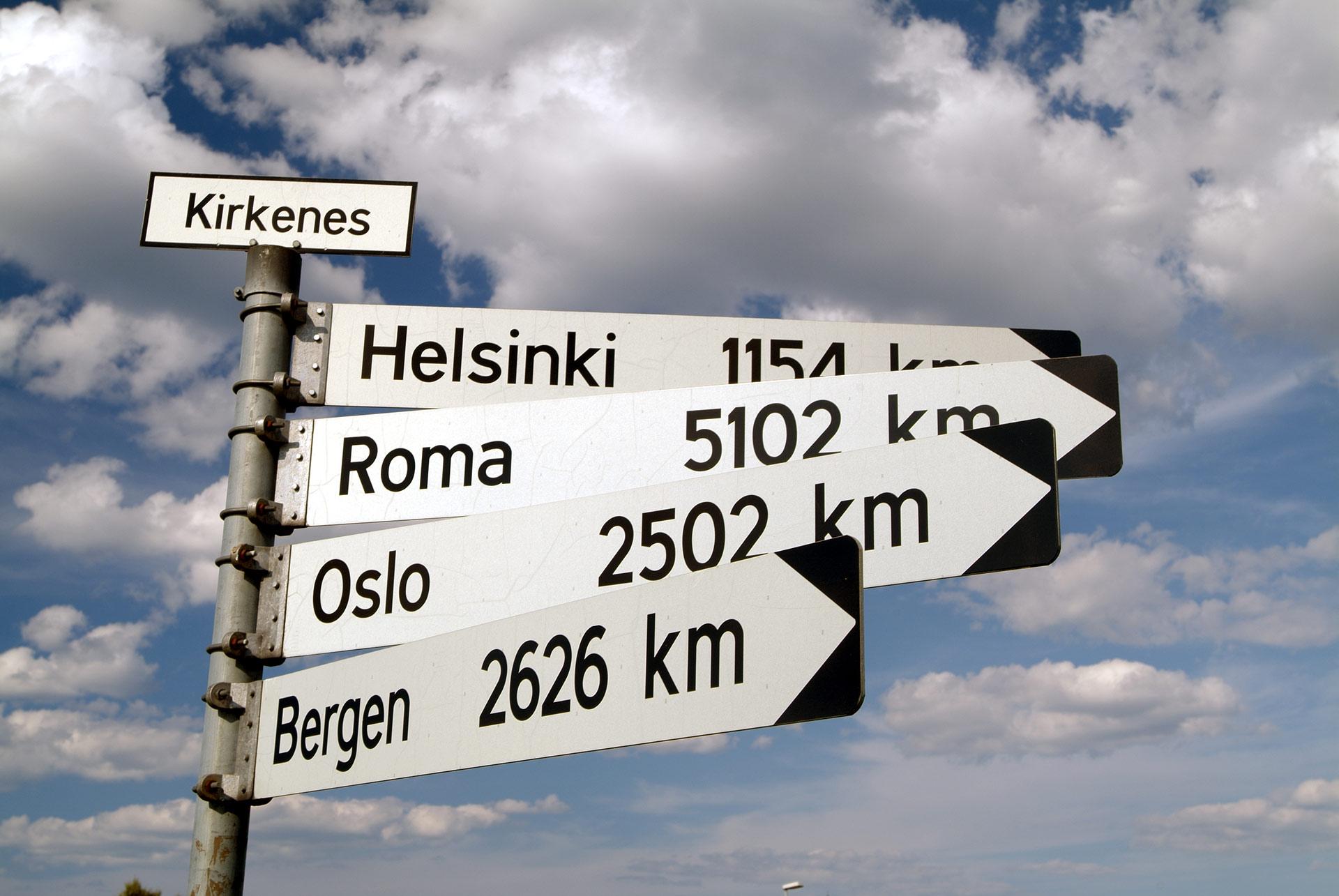 Fra Kirkenes er det 1600 kilometer til Majavatn, grensa til Sør-Norge, om du helt og holdent holder deg på norsk side © Trym Ivar Bergsmo