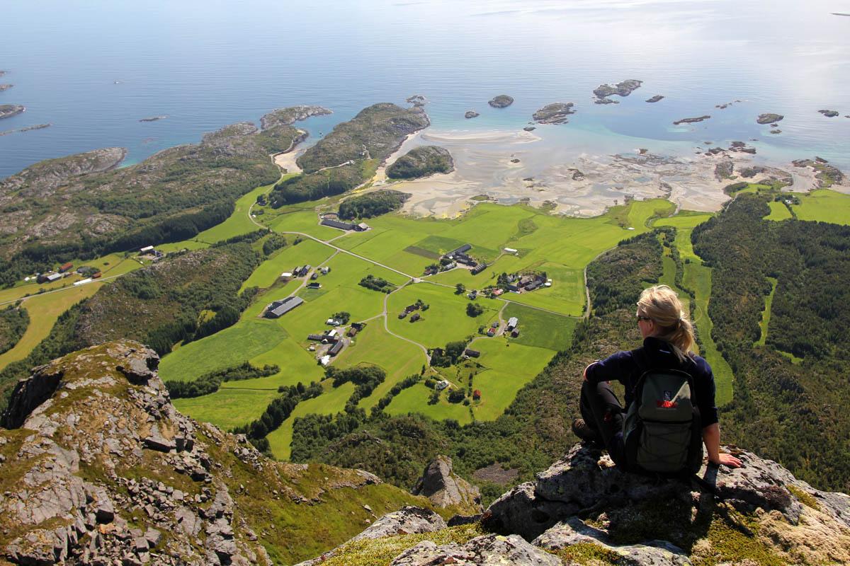 Fra fjellet på Vega ser du ut over 6000 øyer © Øyvind Flatmo