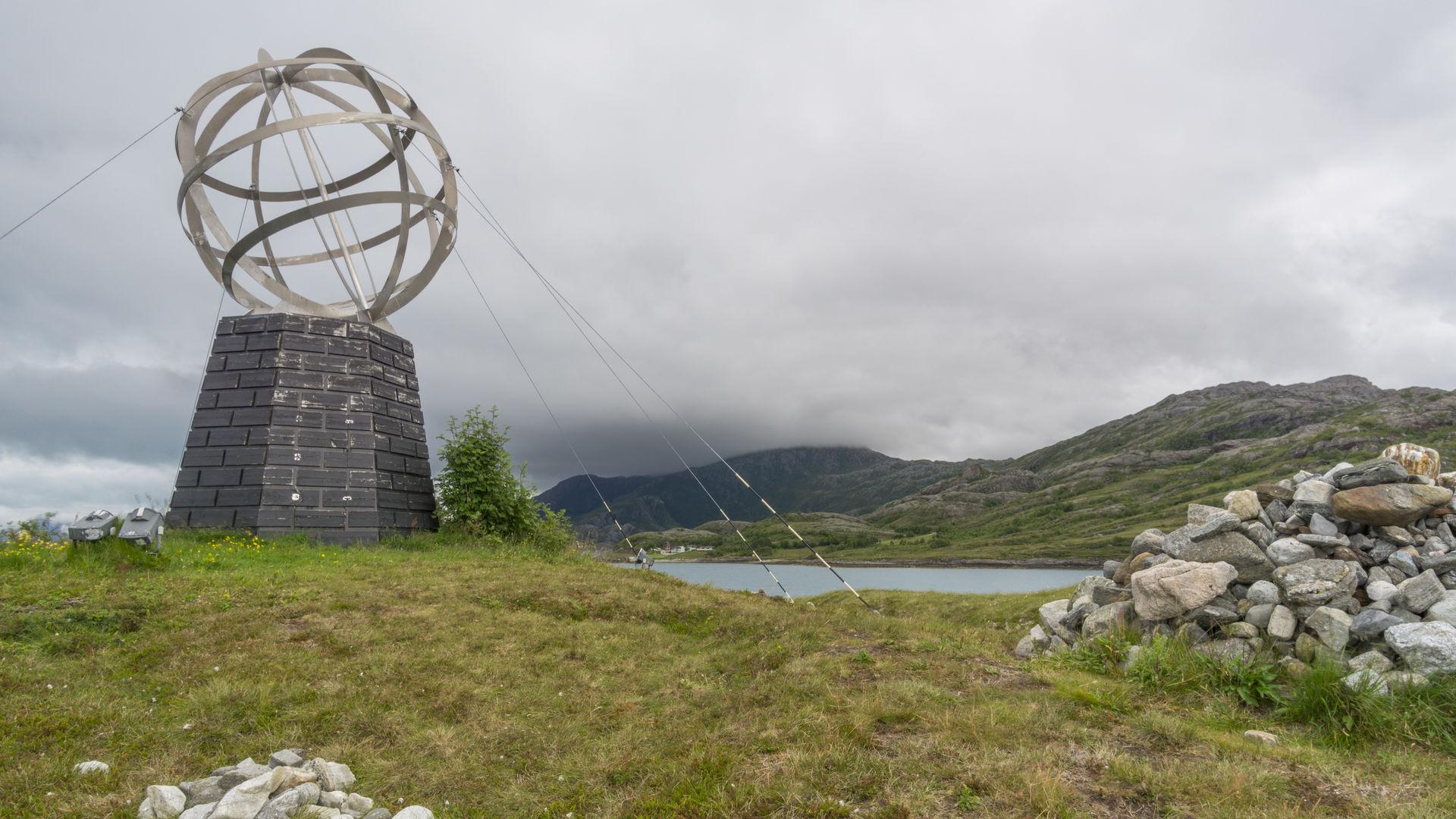 Polarsirkelmonumentet © Jan Inge Larsen & Helgeland Reiseliv