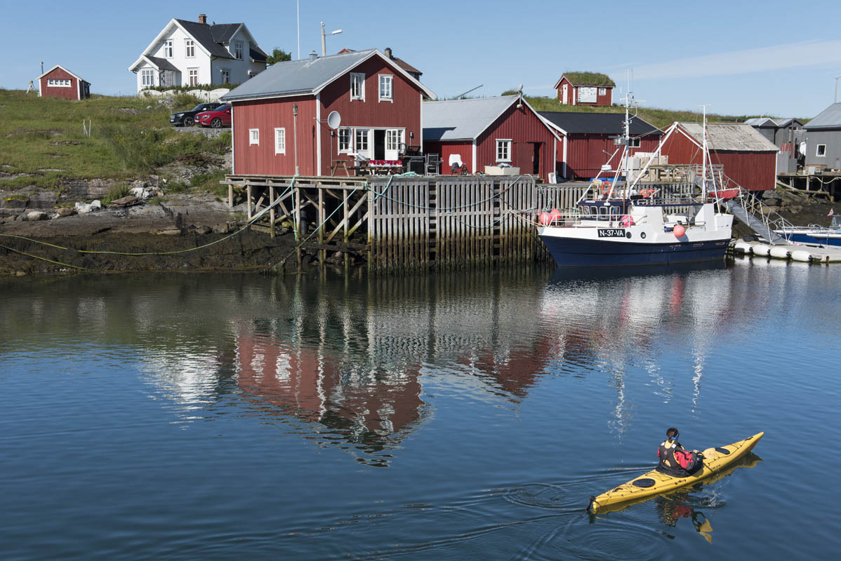 Kayaking around Vega world heritage sight on the Helgeland Coast (C) Terje Rakke