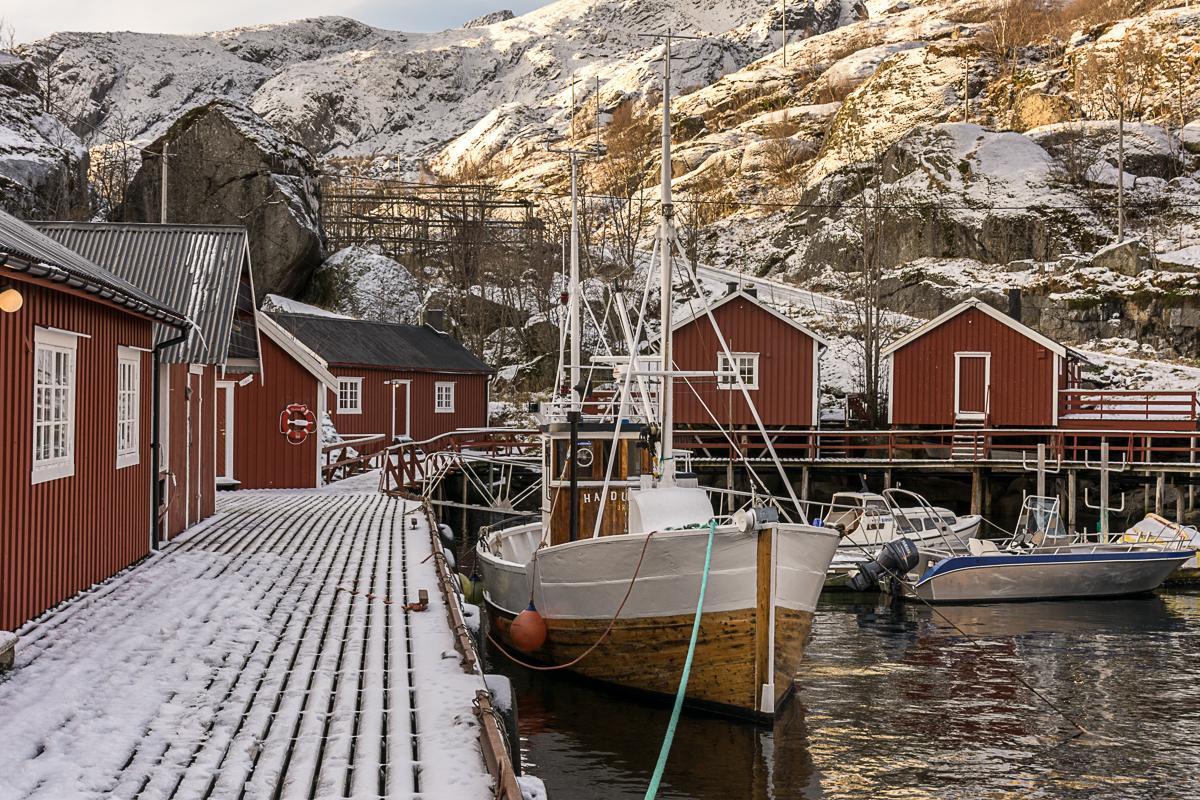 Éi rorbu huset et helt båtlag © Lars Grimsby / Statens vegvesen