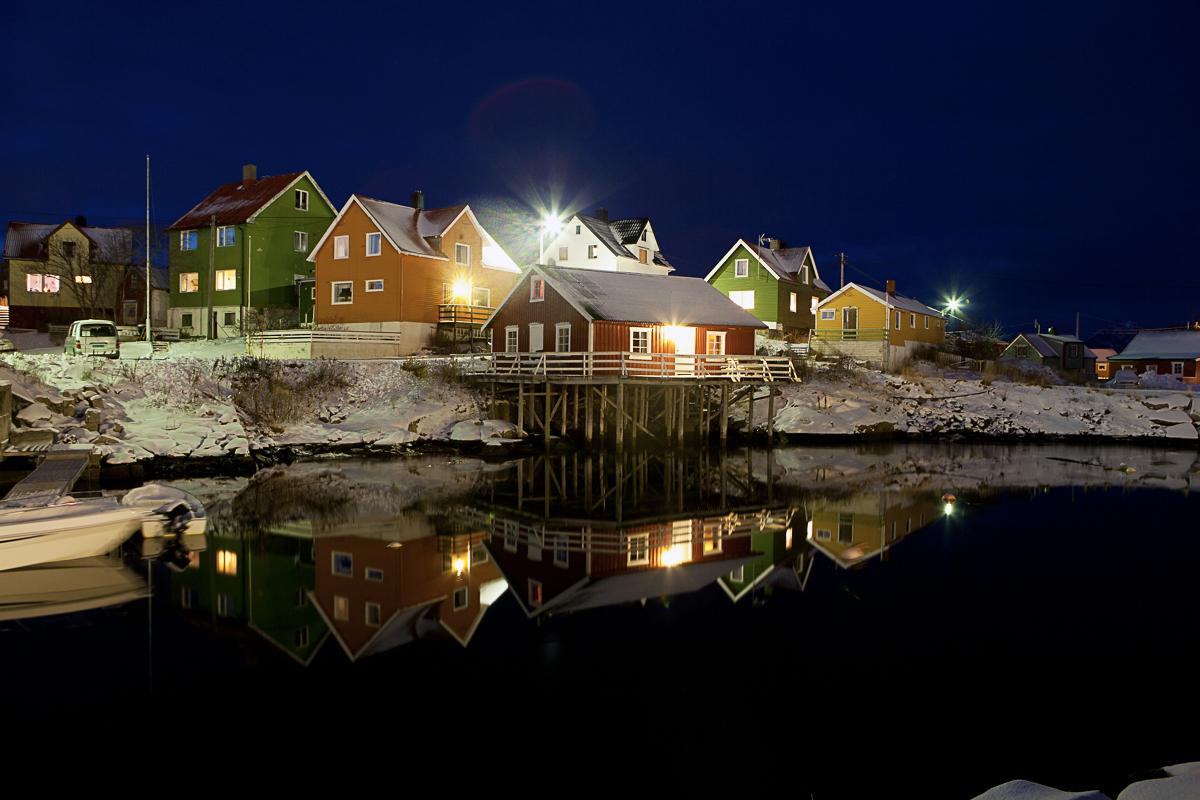 Henningsvær før jul er et fredelig sted for alternativ julehandel (c) Johnny Mazzilli